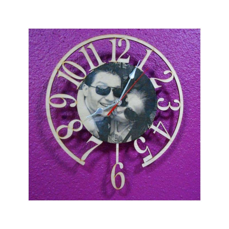 Стенен часовник със снимка